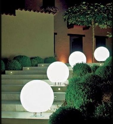 Ilumina tu jard n lamparas funcionales y decorativas for Luces decorativas jardin