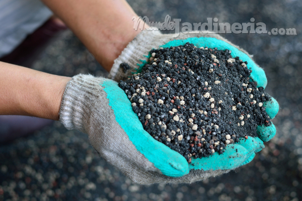 La importancia del abono orgánico en los jardines