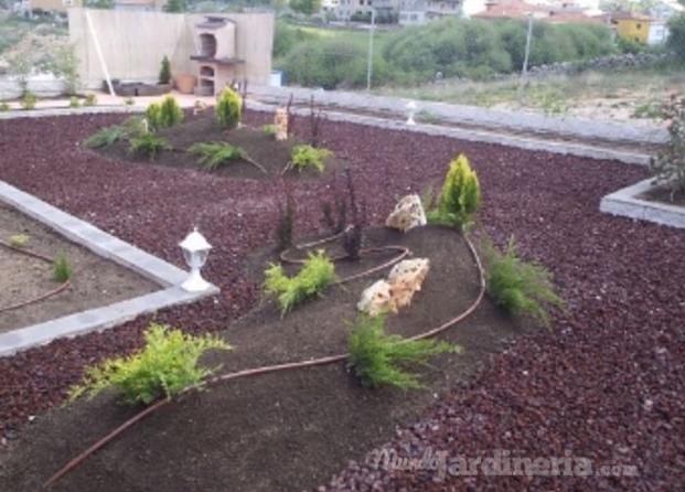 Im genes de jardiner a pedro b mart n for Jardines con piedra volcanica